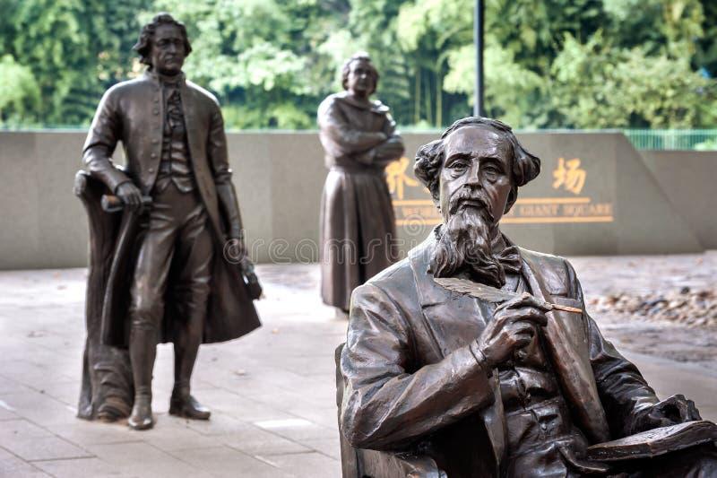 Estátua de Charles Dickens no quadrado gigante literário do mundo, Lu Xun Park, Shanghai fotografia de stock