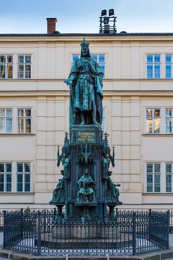 Estátua de Charles IV em Praga, República Checa imagem de stock royalty free