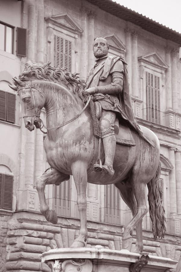 Estátua de Cosimo Eu de Medici Cavaleiro por Giambologna, Florença imagem de stock