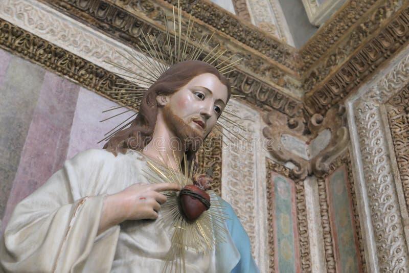 Estátua de Cristo com um coração sagrado imagens de stock royalty free