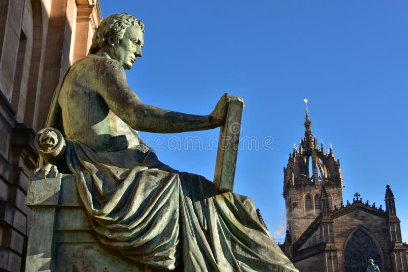 Estátua de David Hume em Edimburgo foto de stock