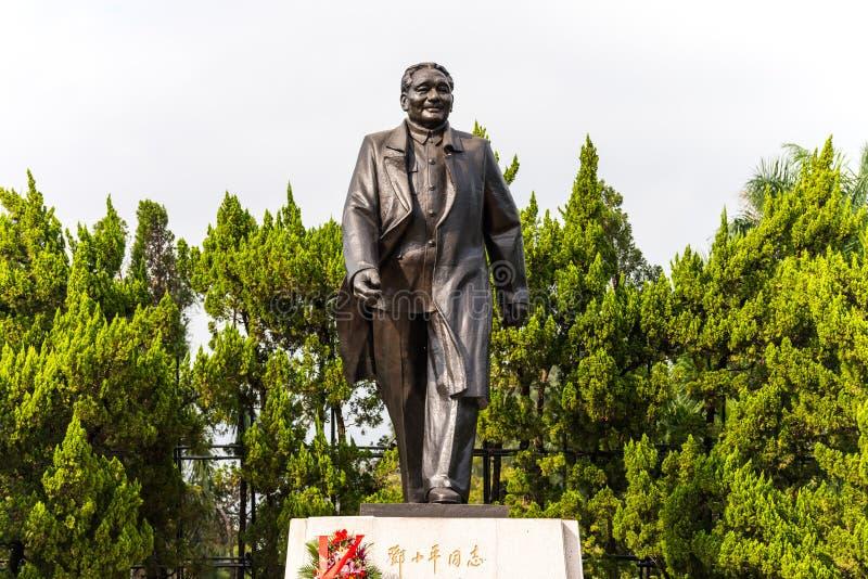 Estátua de Deng Xiaoping no Parque Lianhuashan de Shenzhen, o líder que foi o principal designer da reforma e abertura da China fotos de stock royalty free