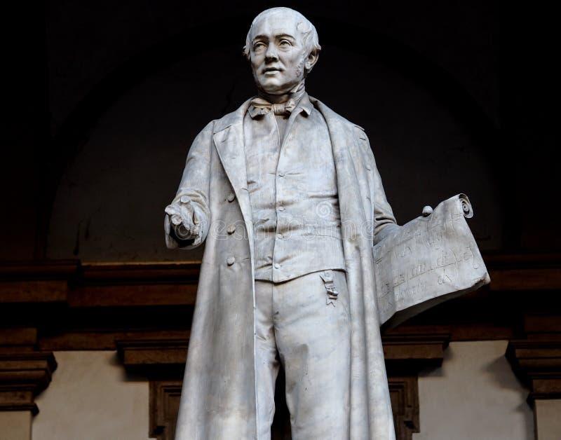 Estátua de Gabrio Piola Daverio, de Pietro Verri matemático e physicistorian italiano imagens de stock