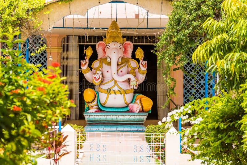 Estátua de Ganesh, Puttaparthi, Andhra Pradesh, Índia Copie o espaço para o texto imagem de stock