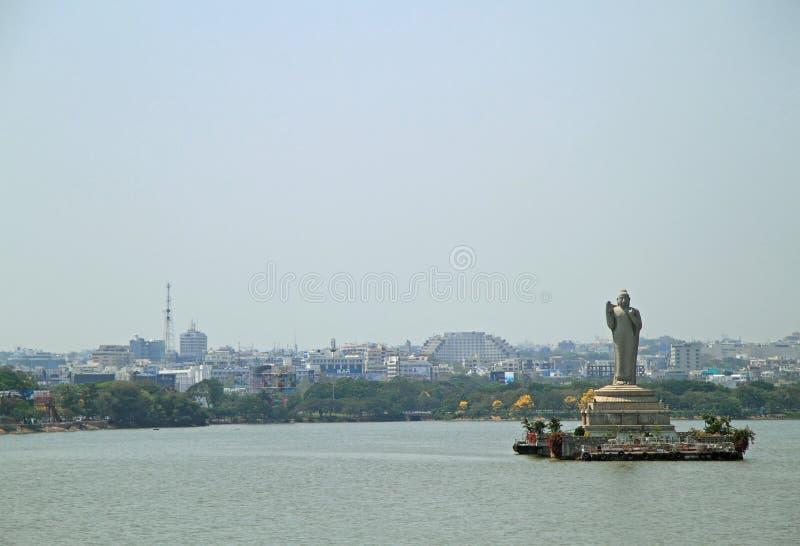 Estátua de Gautam Buddha em Hyderabad foto de stock royalty free