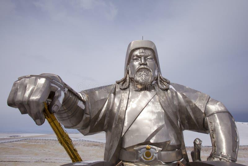 Estátua de Genghis Khan com chicote dourado imagens de stock royalty free
