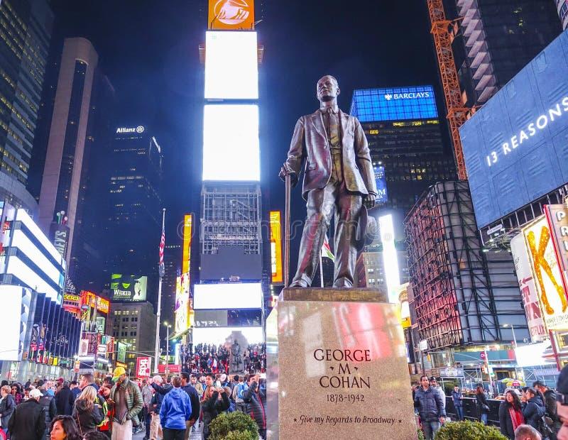 Estátua de George M Cohan em Time Square Manhattan - em Broadway New York - em MANHATTAN/NEW YORK - 2 de abril de 2017 fotografia de stock royalty free