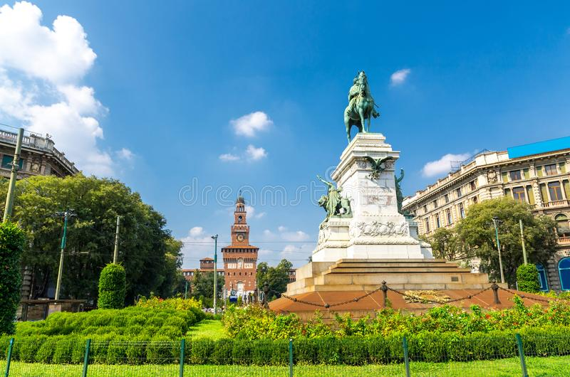 Estátua de Giuseppe Garibaldi do monumento, Milão, Lombardy, Itália fotografia de stock royalty free