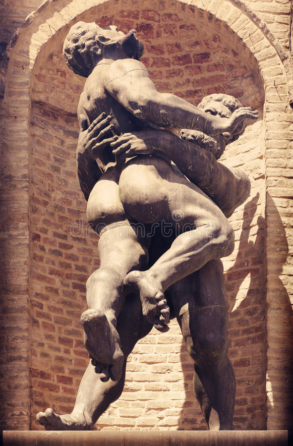 Estátua de homens musculares fotos de stock