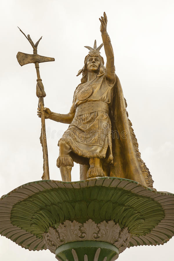 Estátua de Inca Pachacutec em Plaza de Armas, Cuzco foto de stock