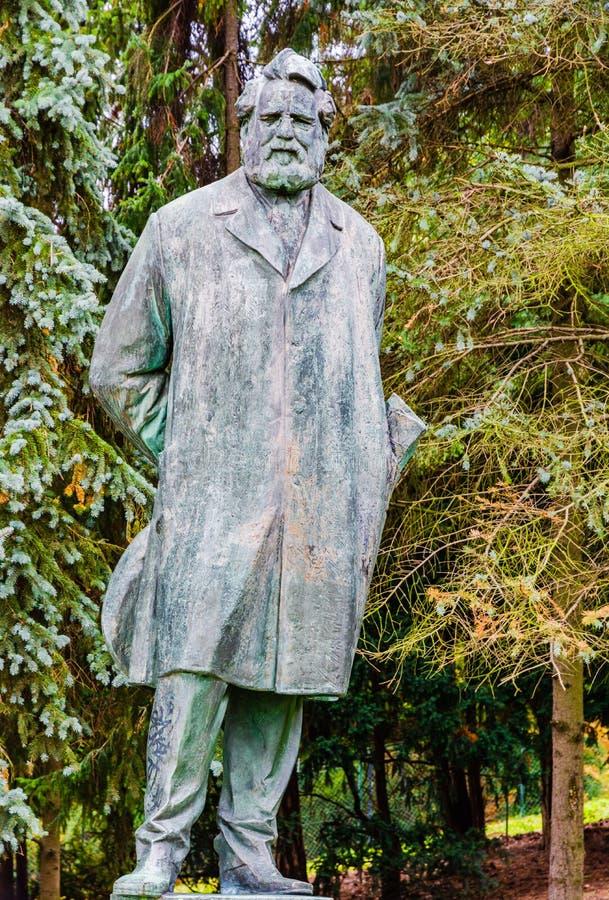 Estátua de Jan Neruda em Praga, República Checa foto de stock royalty free