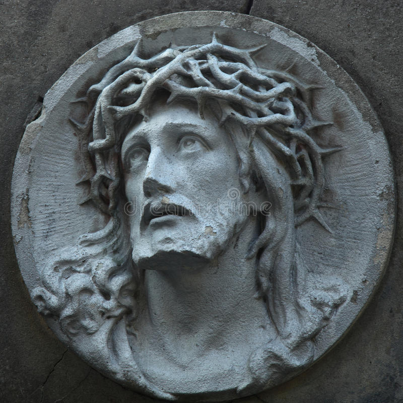 Estátua de Jesus Christ contra um fundo da pedra cinzenta fotos de stock royalty free