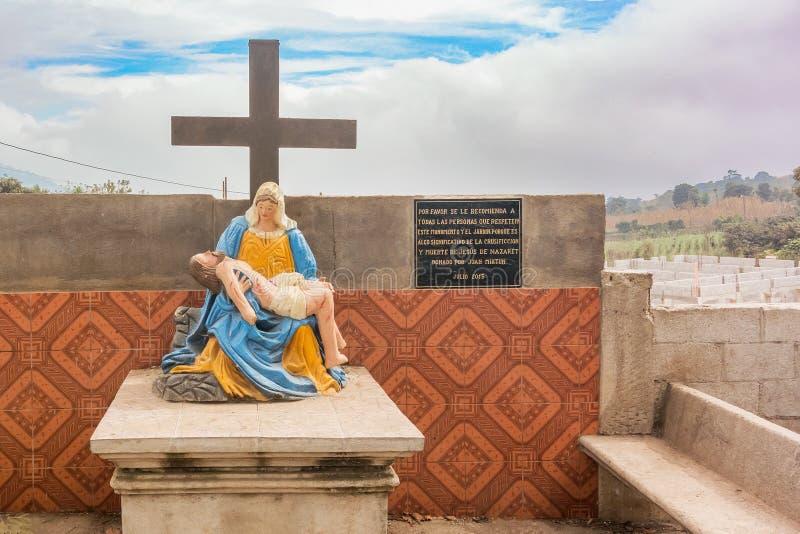 Estátua de Jesus e de Mary na estrada na Guatemala fotografia de stock royalty free