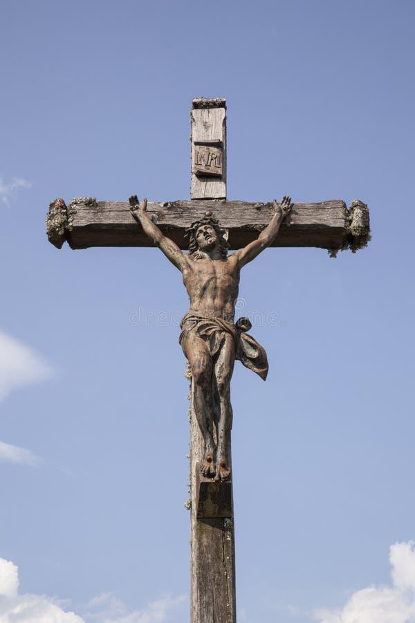 Estátua de Jesus na cruz imagem de stock