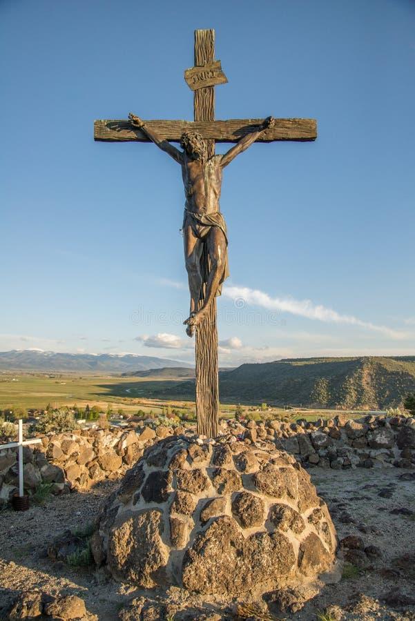 Estátua de Jesus na cruz fotografia de stock royalty free
