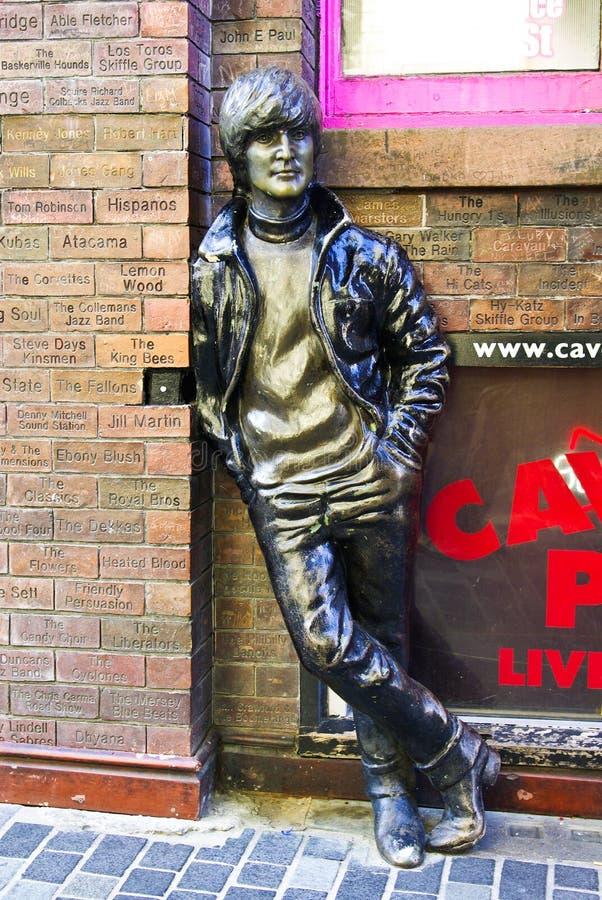 Estátua de John Lennon na rua de Mathew imagens de stock royalty free
