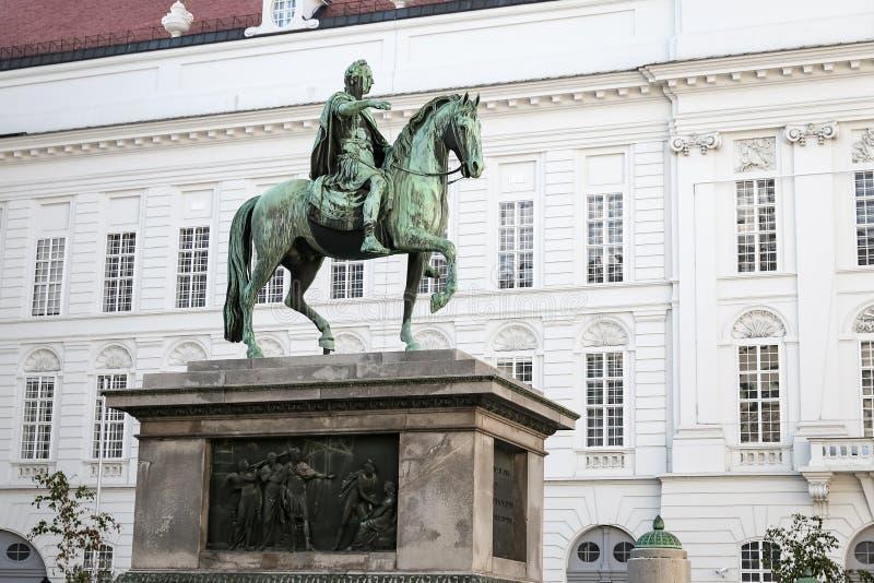 Estátua de Joseph II, Roman Emperor santamente em Viena, Áustria imagens de stock