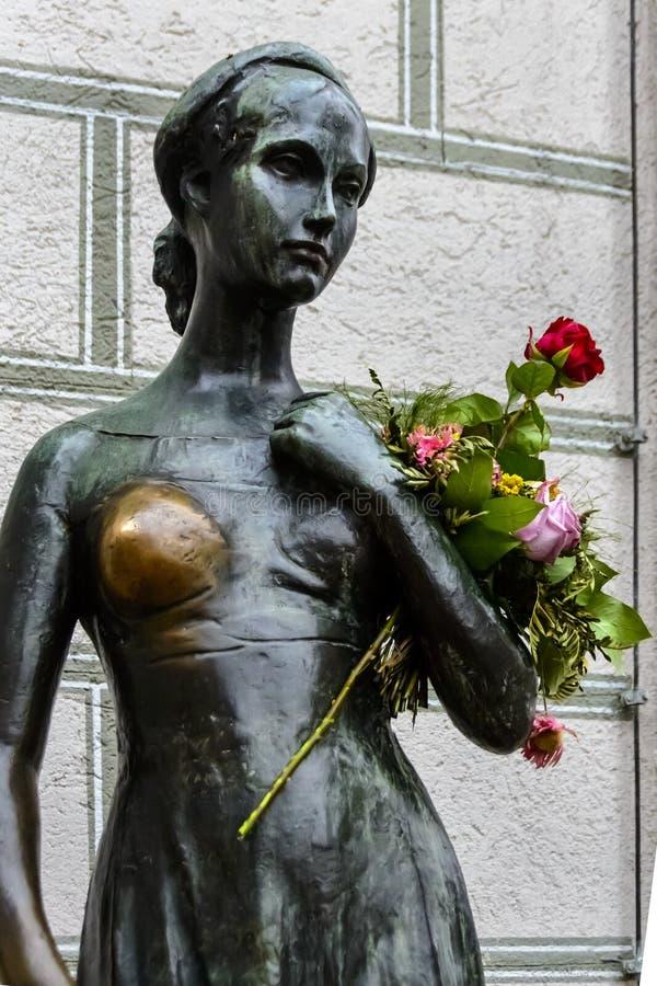 A estátua de Juliet perto da câmara municipal velha em Munich fotografia de stock royalty free