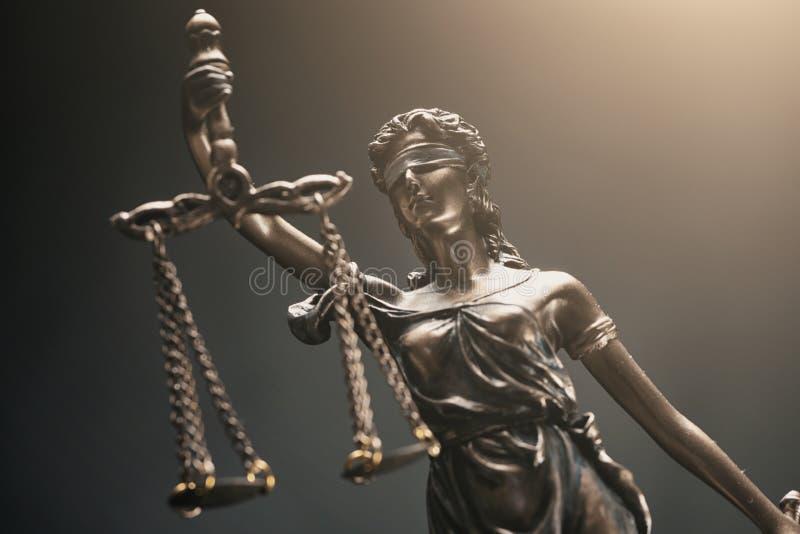 A estátua de justiça - Justitia a deusa romana de justiça fotos de stock royalty free