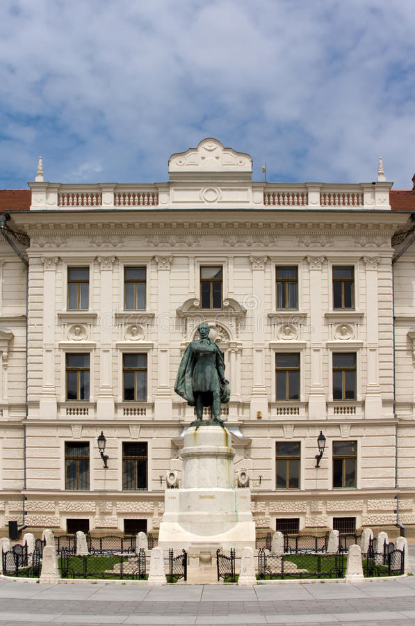 Download Estátua de Lajos Kossuth foto de stock. Imagem de edifício - 65575618