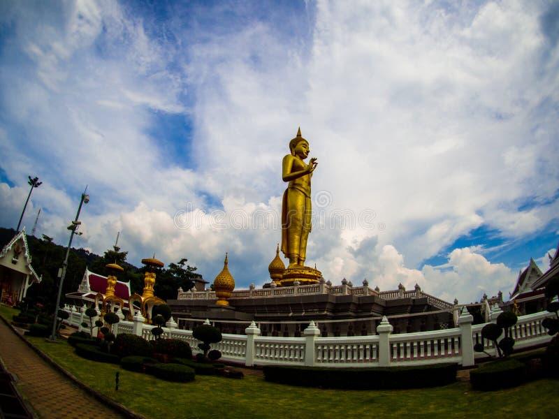 Estátua de Lord Buddha em Khao Kho Hong Mountain foto de stock royalty free