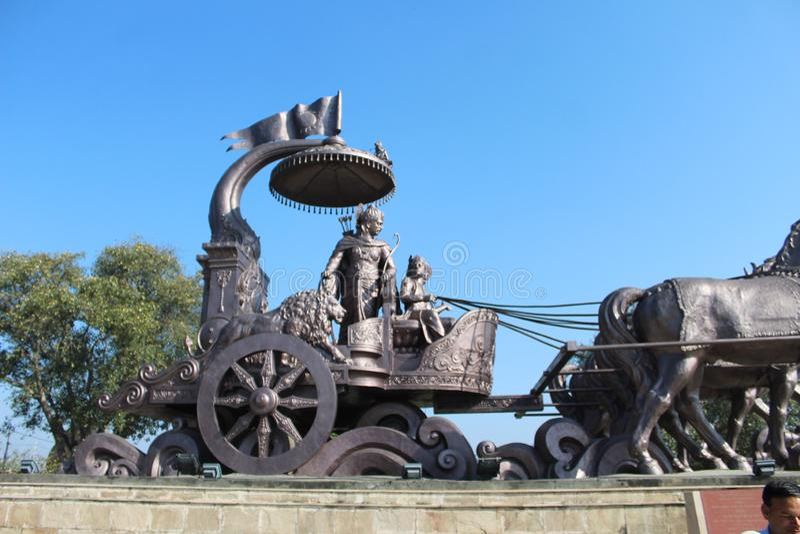 Estátua de Lorde Arjuna em kurukshetra fotos de stock