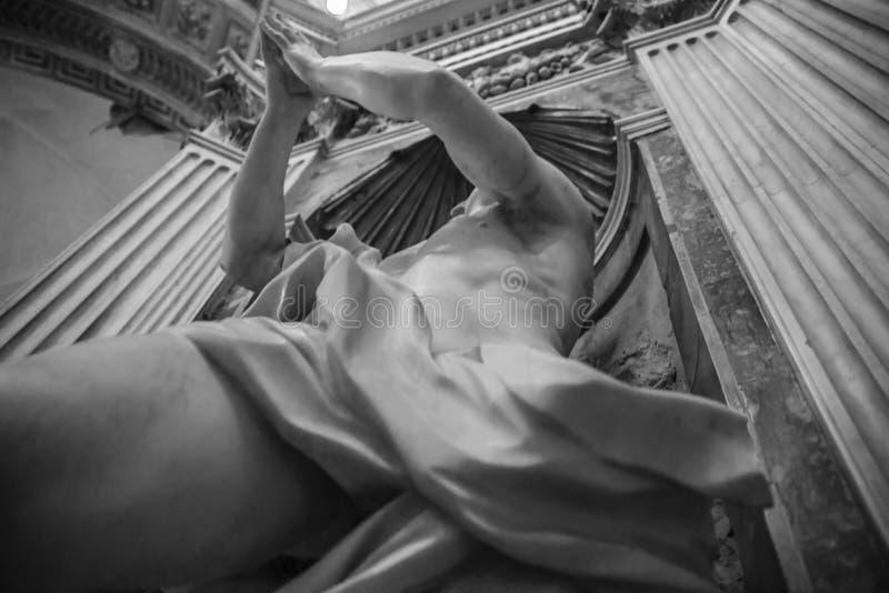 Estátua de mármore branca foto de stock royalty free