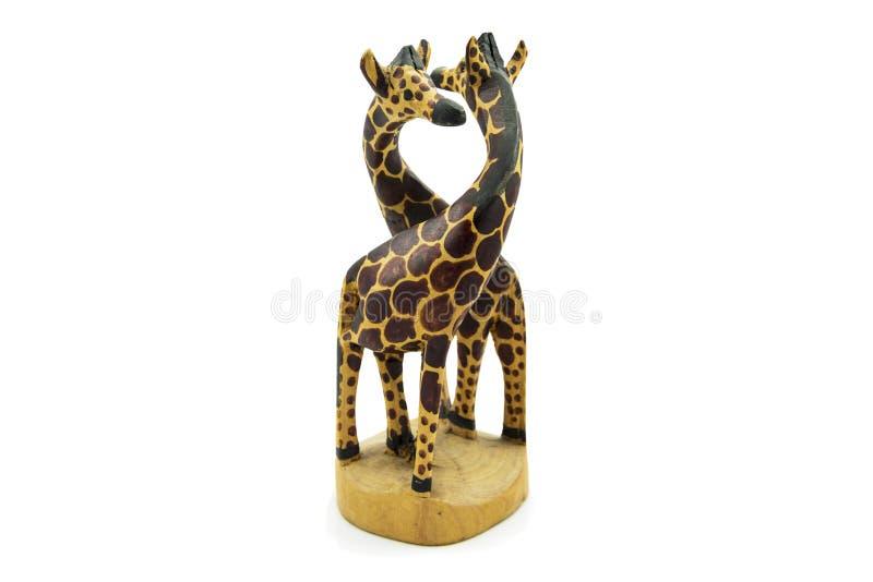 Estátua de madeira do girafa da alma gêmea isolada no fundo branco imagens de stock royalty free