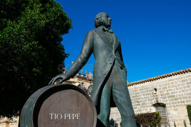 Estátua de Manuel Maria Gonzalez Angel Estatua de Tio Pepe fotos de stock