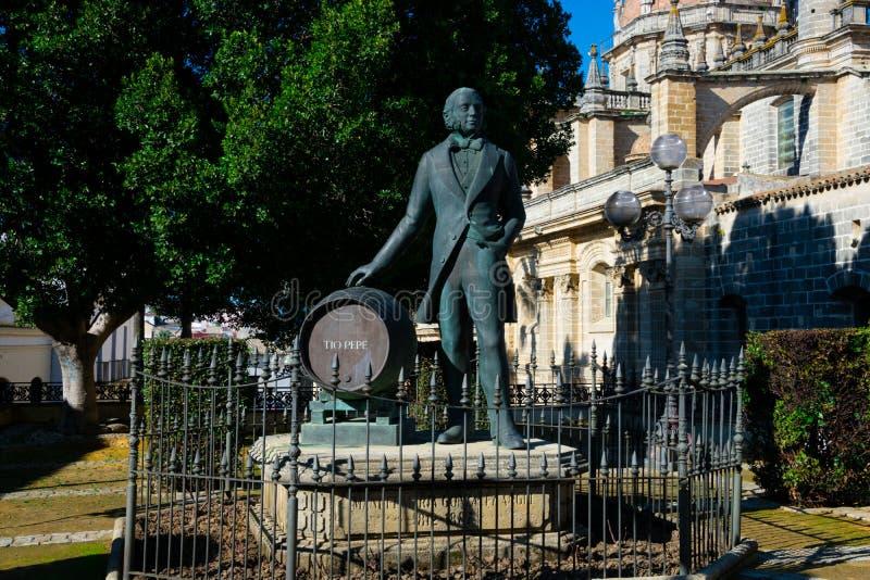Estátua de Manuel Maria Gonzalez Angel Estatua de Tio Pepe fotografia de stock
