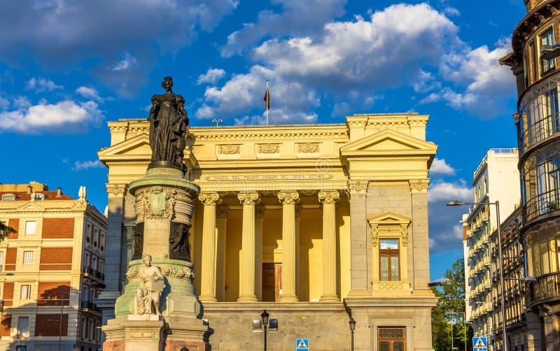 Estátua de Maria Cristina na frente do Museu do Prado - o Madri imagem de stock royalty free