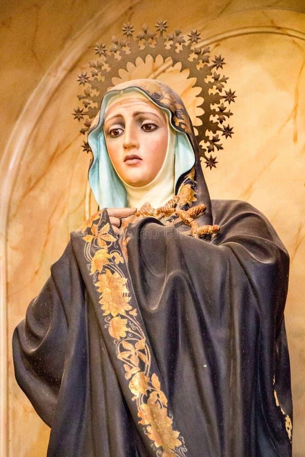 Estátua de Mary da mãe na igreja Católica em Havana fotografia de stock