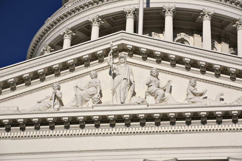 Estátua de Minerva no edifício do Capitólio de Califórnia imagens de stock royalty free