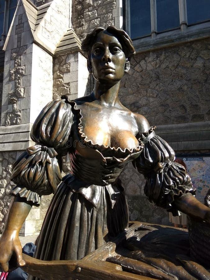 Estátua de Molly Malone em Dublin imagem de stock