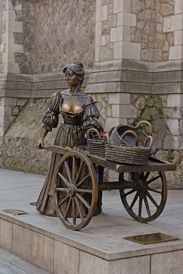 Estátua de Molly Malone em Dublin, Irlanda, projetada por Jeanne Rynhart fotografia de stock royalty free