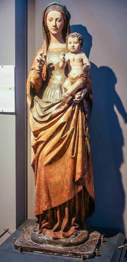Estátua de nossa senhora Virgin Mary com um bebê Jesus Christ fotos de stock
