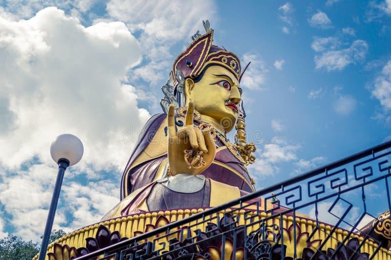 Estátua de Padmasambhava Budda em Rewalsar fotografia de stock