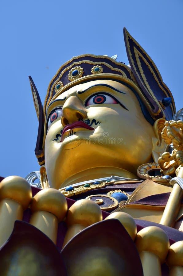 Estátua de Padmasambhava em Rewalsar foto de stock royalty free