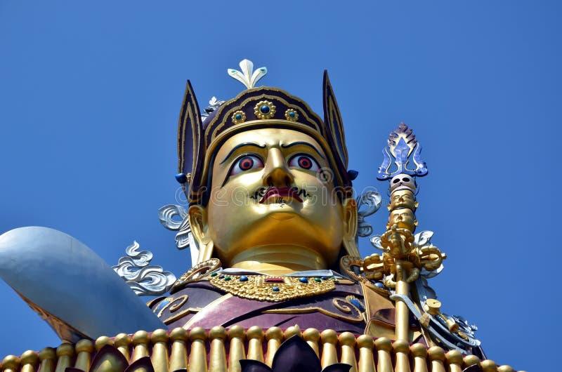 Estátua de Padmasambhava em Rewalsar fotos de stock royalty free