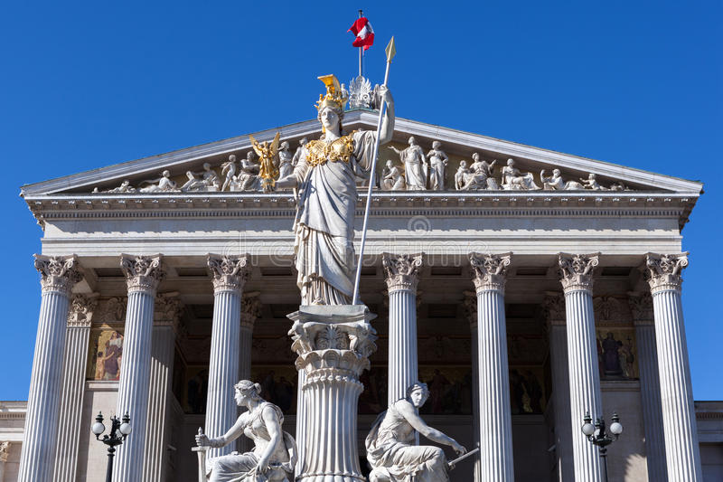 Estátua de Pallas Athena do Parliamen austríaco fotos de stock