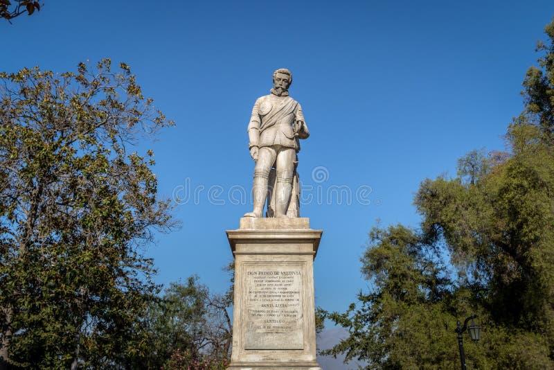 Estátua de Pedro de Valdivia, fundador da cidade do Santiago, no quadrado de Valdivia em Santa Lucia Hill - Santiago, o Chile imagem de stock