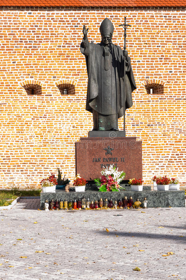 Estátua de Pope John Paul Ii em Lezajsk, Poland imagem de stock royalty free