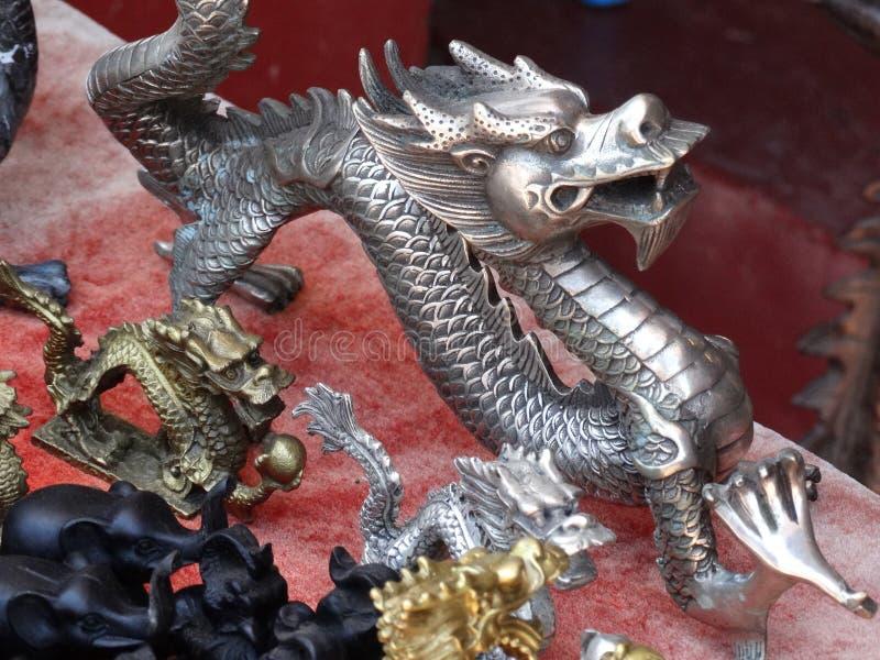 Estátua de prata do dragão no mercado do ar livre, Luang Prabang, Laos fotos de stock