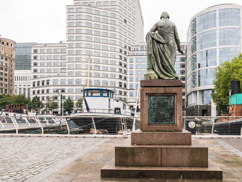 Estátua de Robert Milligan que enfrenta o cais ocidental da Índia, zonas das docas, Lon fotografia de stock royalty free