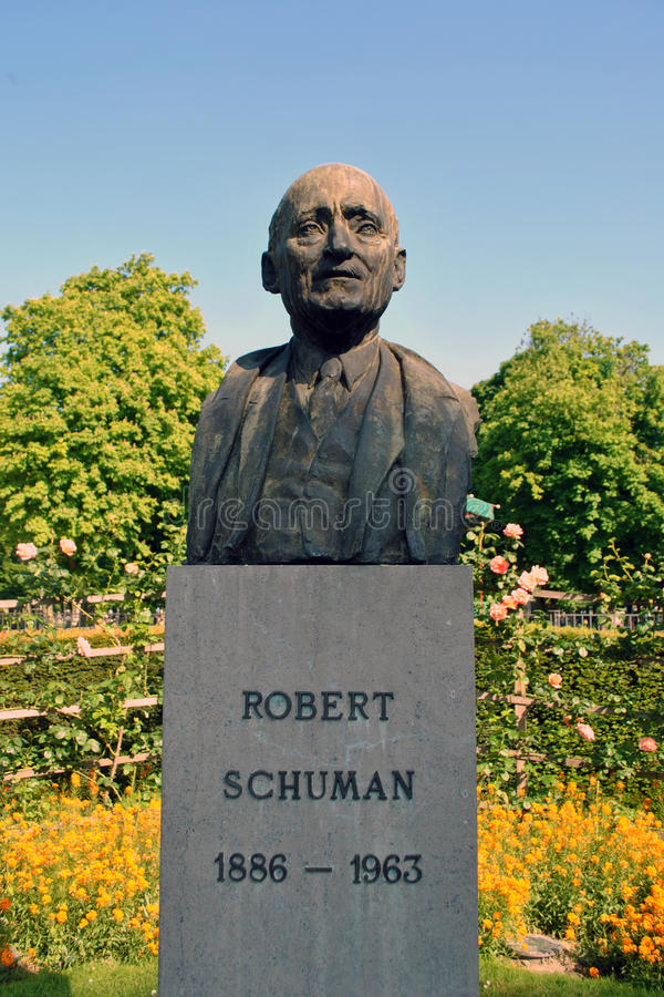 Estátua de Robert Schuman imagens de stock