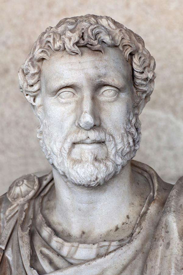 Estátua de Roman Emperor Antoninus Pius na ágora antiga em Atenas, Grécia imagem de stock royalty free
