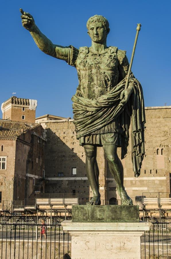 Estátua de Roman Emperor Augustus em Roma, Itália imagens de stock royalty free