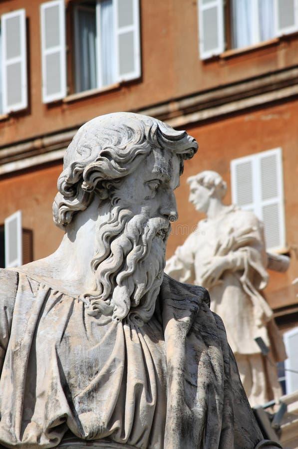 Estátua de Saint Paul o apóstolo em Cidade Estado do Vaticano fotografia de stock royalty free