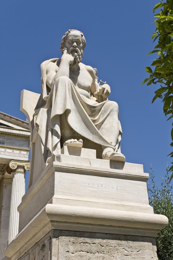 Estátua de Socrates na academia de Atenas, Greece fotos de stock