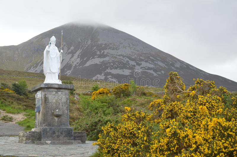 Estátua de St Patrick, Croagh Patrick, Irlanda imagens de stock royalty free